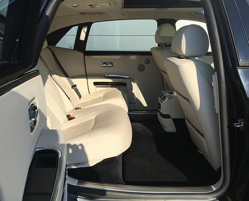 decouvrez l'intérieur de la rolls royce ghost Car4rent location voiture de prestige