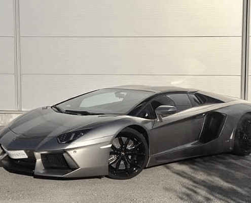 hire lamborghini aventador roadster thanks to car4rent